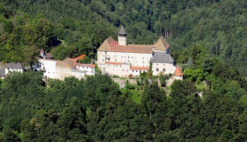 Schloss Rannariedl im Donautal