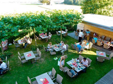 Urlaub in Neustift - Hotel Weiss - Gemütlich im Garten genießen