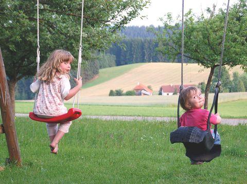 Urlaub in Neustift - Bio Bauerhof Stadler - Schaukelnde Kinder
